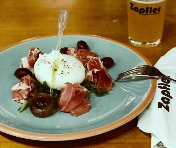 http://zapfler-craft-beer.com/wp-content/uploads/2018/07/burrata-cheese-monday.jpg