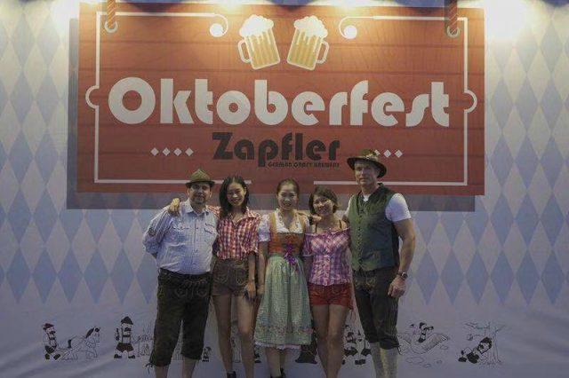 Oktoberfest-zapfler-changzhou-2018